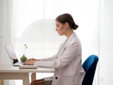 mulher-computador-digitando
